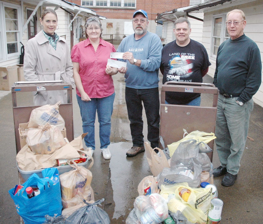 DSLCC food pantry donation